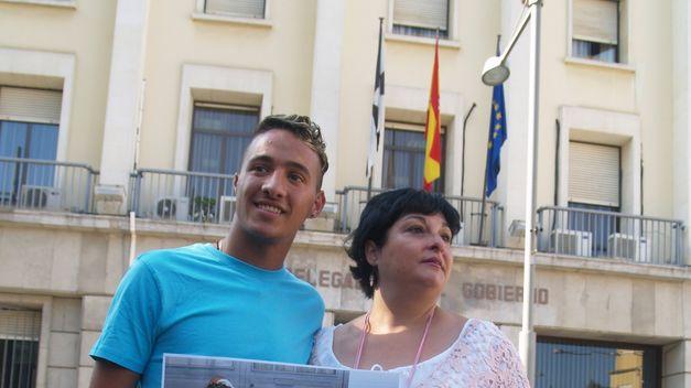 9000 firmas contra la deportaci n del joven nossair for Oficina extranjeria toledo