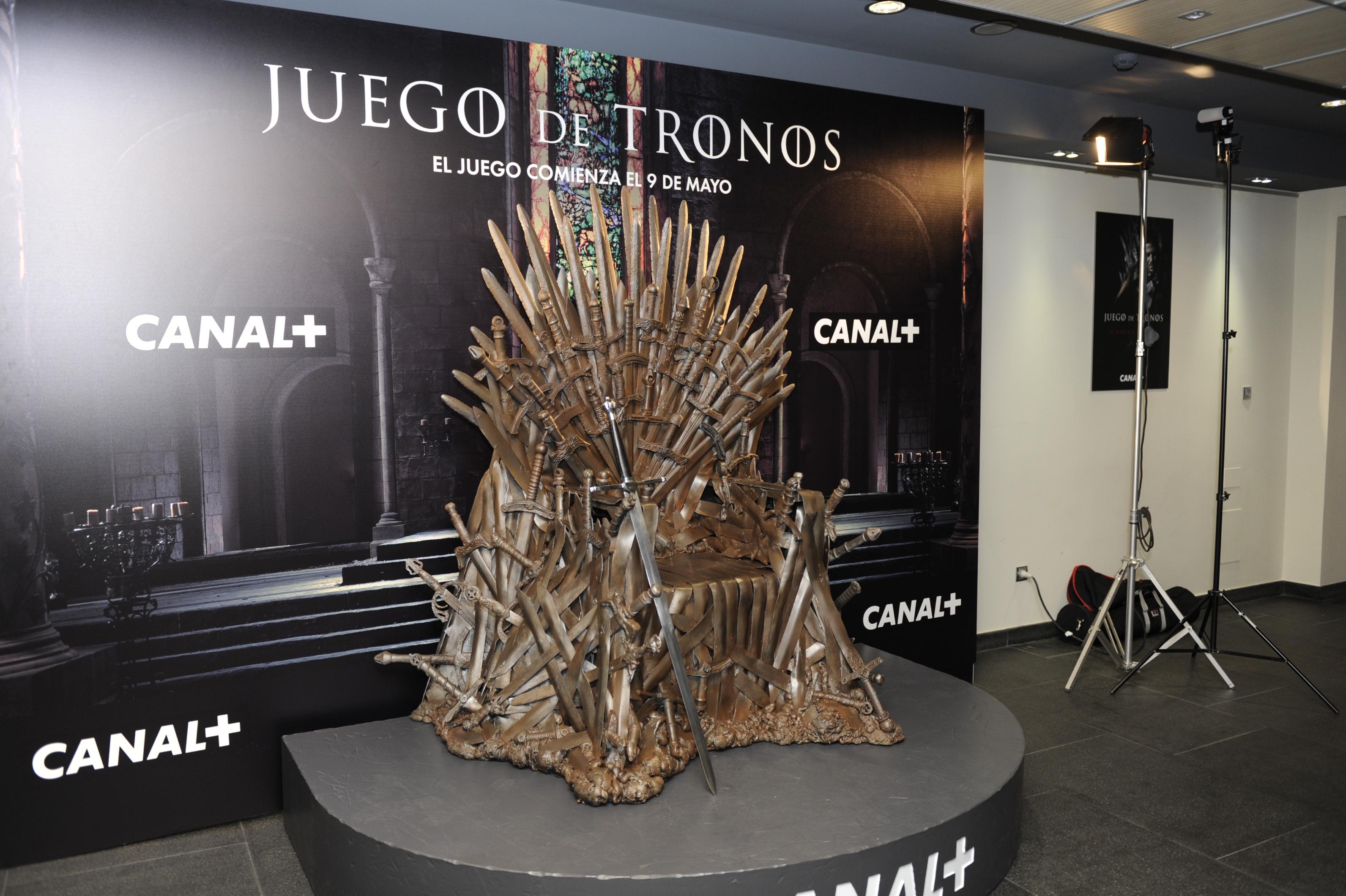 El trono de hierro en el stand de la provincia de sevilla - Trono de hierro ...