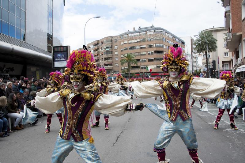 Las monjas ganan por sexta vez el desfile de comparsas de - Trajes de carnavales originales ...