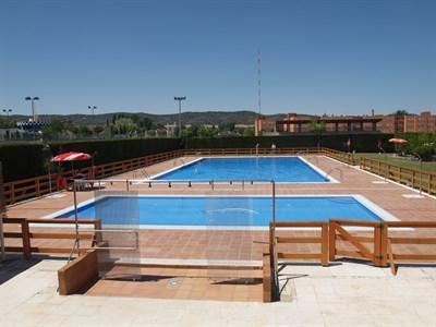 Este lunes se abren las piscinas municipales al aire libre for Piscina municipal avila