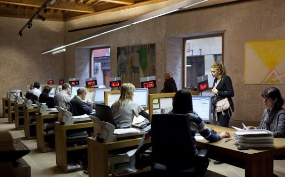 La oficina de atenci n ciudadana de pamplona atendi en for Oficina padron barcelona